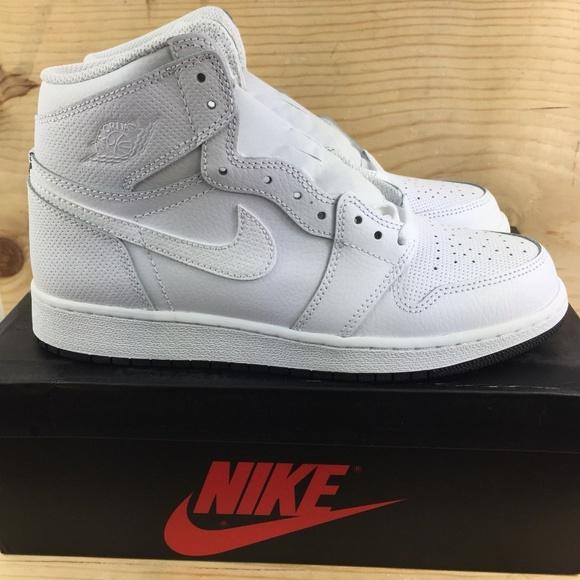 545b7331ec79 Nike Air Jordan 1 Retro High OG GS Perforated 6.5y